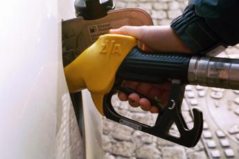Carburanti, rincari a raffica