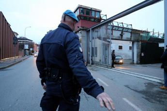 Allerta terrorismo, agenti armati anche fuori servizio