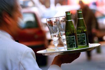 Roma, danneggia bar dopo rifiuto drink