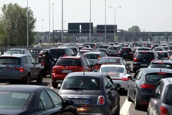 Traffico in tilt sull'A1: 14 km di coda