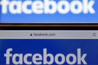 Facebook, nuova stretta su fake news