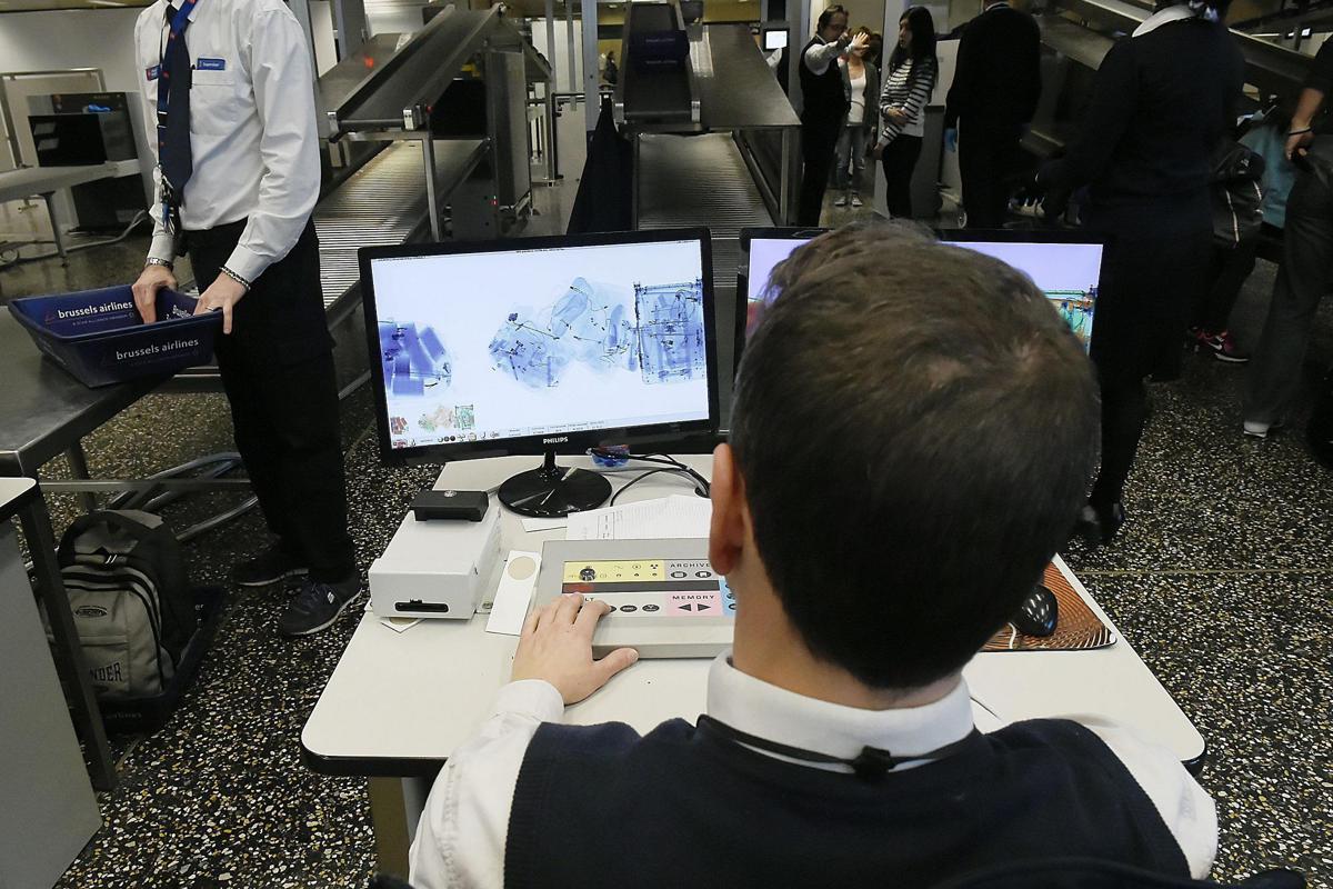 Volo Sydney-Abu Dhabi, sventato attentato con Barbie-bomba