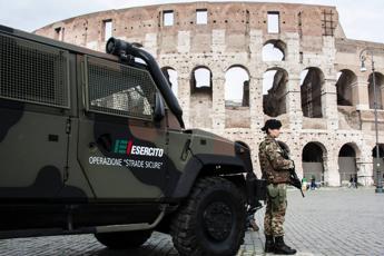 Difesa, 4,6 milioni di euro per aumento straordinari ai militari di 'Strade Sicure'