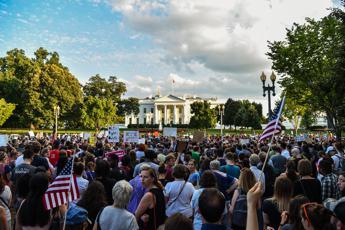 No Trump, no Ku Klux Klan, rally anti razzisti in Usa