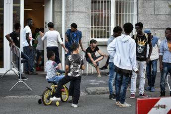 Migranti, sindaco leghista: Multe per chi li ospita