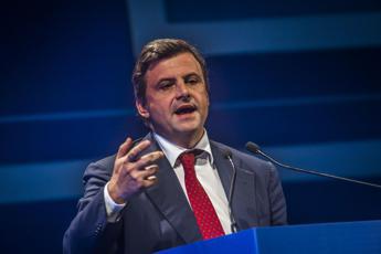 Calenda: Renzi? Un partito insieme no, ma un governo più ampio...