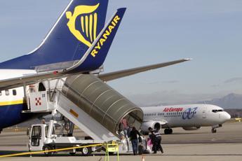 Bagagli a mano, maxi multa a Ryanair e Wizz Air