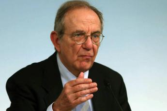 Padoan: Quota 100 dannosa, andrà gradualmente eliminata