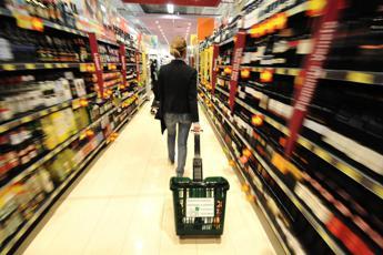 L'inflazione frena ma sale carrello della spesa