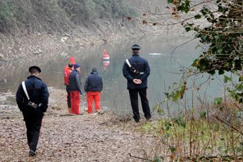 Ragazzo danese si butta in Arno: febbrili ricerche per trovarlo