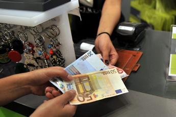 Frenata inflazione è inganno: stangata a famiglia da 300euro l'anno