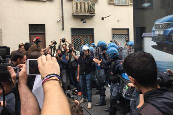 G7, tensioni con polizia a corteo studenti