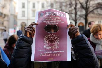 Ius soli, Parolin: Vaticano ribadisce principio poi decida la politica