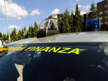 Maxi frode Iva su auto di lusso, arresti e sequestri