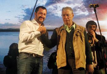 Lega, Bossi non lascia: chiarimento con Salvini