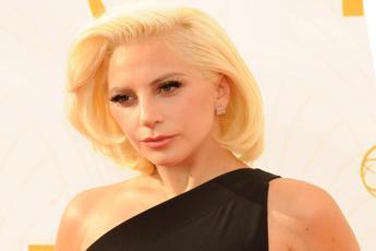 Lady Gaga si commuove per gli italiani: Vi voglio bene