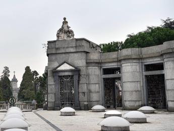 Milano, corona unica per caduti partigiani e Repubblica Salò: è polemica