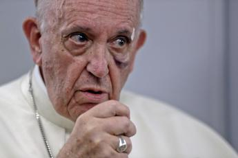 Francis urges world leaders to work together for humanity