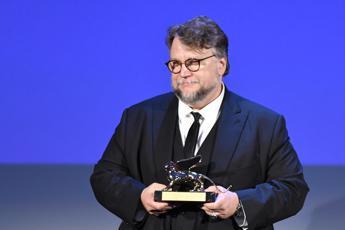 Leone d'Oro a Del Toro, l'Italia vince con Rampling e Nicchiarelli