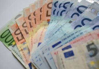 Eni, lanciato con successo bond a tasso fisso di 650 mln