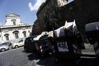 Roma, nel 2021 addio cassonetti
