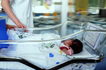 Trapianto di utero tra gemelle, nato il primo bimbo