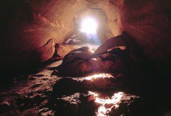 In grotta mai soli, mai improvvisare. Le regole della speleologia