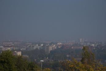 Smog, una 'coperta' in atmosfera soffoca la Pianura Padana
