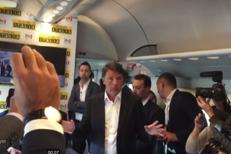 Renzi sul treno del Pd: