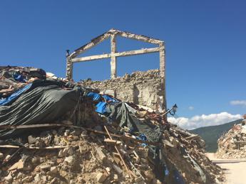 Terremoto, ricostruzione al palo: 1 scuola realizzata su 108 e 995 casette consegnate su 3570