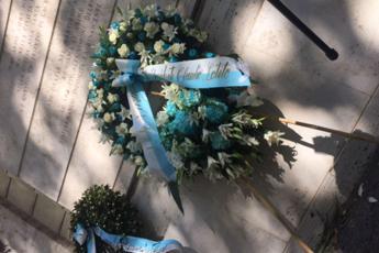Anna Frank, la corona della Lazio finisce nel Tevere