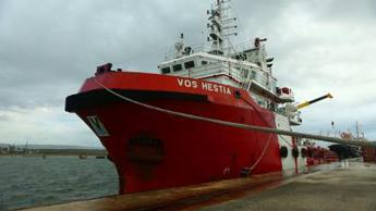 Migranti, perquisita nave Save the Children a Catania