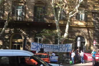 'Sky licenzia Roma', protesta al ministero dello Sviluppo