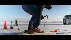 Sugli sci a 189 km/h trainato da una Jaguar