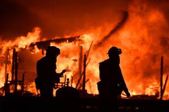 Inferno di fiamme, incendi devastano la California