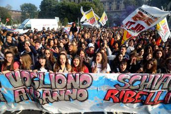 No allo sfruttamento, studenti in piazza