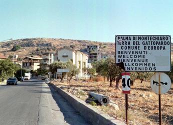 Stop demolizioni case abusive, sindaco indagato