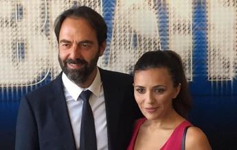 Il sabato di Rai1 è una 'Celebration': cover d'autore con Serena Rossi e Neri Marcorè