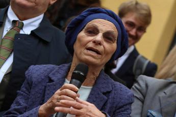 Frase choc del prete, la replica di Emma Bonino
