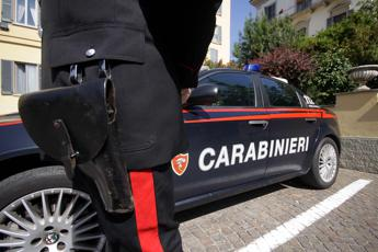 Aggredisce autista e accoltella carabiniere: già condannato e liberato