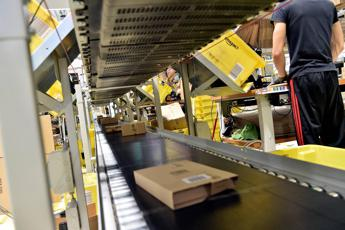 Amazon, fa pace col fisco