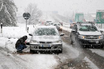 Neve e vento, il maltempo colpisce l'Italia