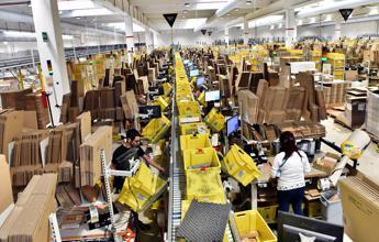 Agcom diffida Amazon: E' servizio postale