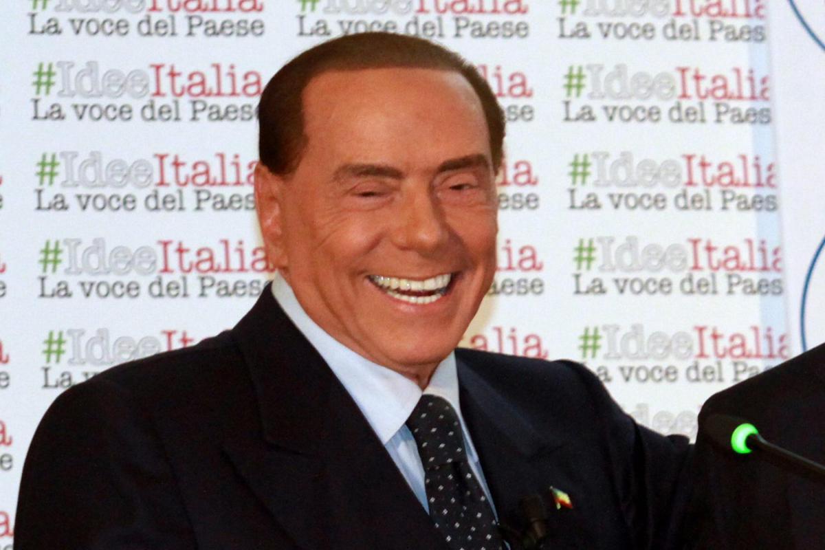 """Berlusconi scherza: """"Farò casting cameriere, sono un birichino"""""""