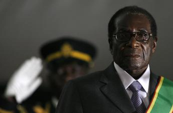 Dimissioni da 10 milioni di dollari per Mugabe e consorte