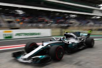 Bottas in pole davanti alle Ferrari
