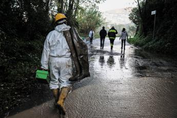 Maltempo flagella il Centro Italia: crolla belvedere di Silvi