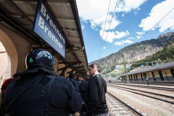 Nascosto sotto treno al Brennero, piccolo Anthony fuori pericolo