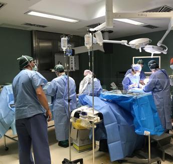 A Villa Tiberia Hospital debutta l'exoscopio per operare una paziente con ernia cervicale