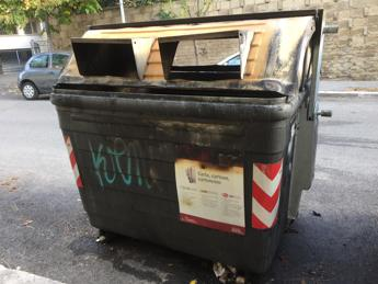 Roma, il mistero dei cassonetti in fiamme ai Colli Portuensi